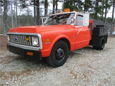 Service Trucks / Utility Trucks / Mechanic Trucks For Sale