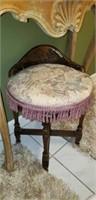 Beautiful wood and upholstered chair