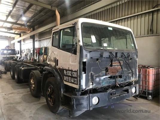 1998 International Acco 2350G - Trucks for Sale