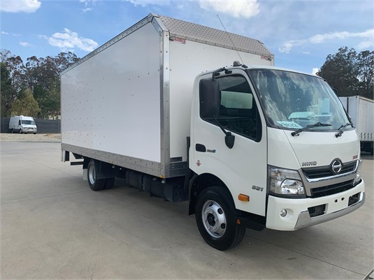 2015 Hino 300 Series 921 - Trucks for Sale