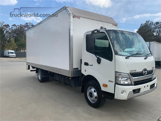 2015 Hino 300 Series 921 - Trucks for Sale