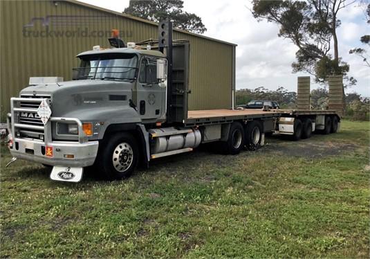 2000 Mack Fleetliner - Trucks for Sale