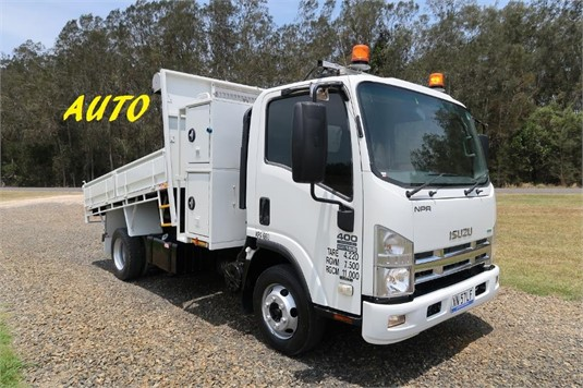 2011 Isuzu NPR 400 Premium - Trucks for Sale