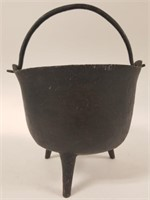 Gate marked footed cast iron pot