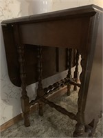 Beautiful Antique Gate Leg Table