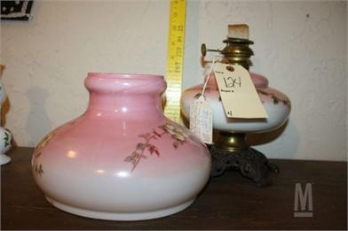 ANTIQUE PINK GLASS & FLOWER HURRICANE OIL LAMP Otros