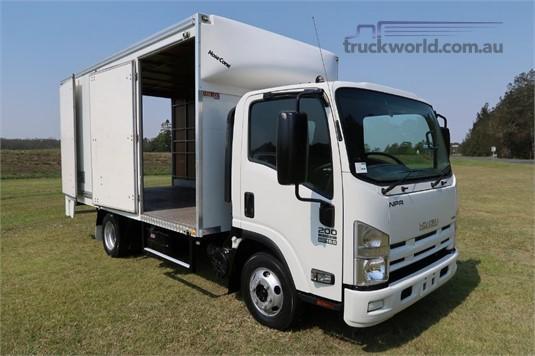 2014 Isuzu NPR 200 Medium - Trucks for Sale