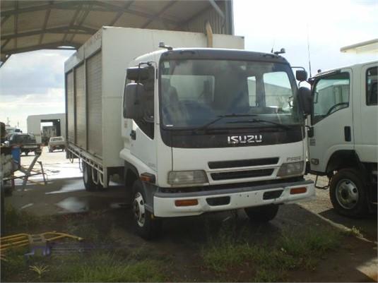 2005 Isuzu FRR 525 - Trucks for Sale