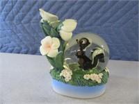 "5"" DisneyStore Skunk PEPE Snowglobe Figure"