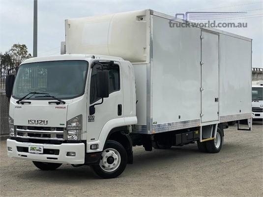 2016 Isuzu FRR 600 - Trucks for Sale
