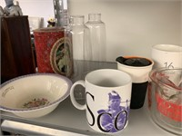 CONTENTS OF SHELF / CUPS / MUGS MORE