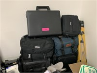 LARGE LOT OF CAMERA BAGS / SUPPLIES
