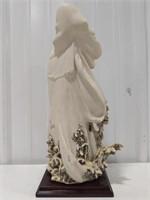 Cedrashi porcelain figurine