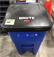 Rubbermaid Brute 50 gallon rollout trash