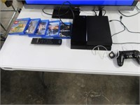 PLAYSTATION 4 Game Console w/ 6 Games WORKS