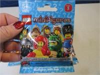 Lot (7) Sealed 2011 LEGO Mini Figures