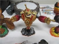 Wii Skylanders GIANTS w/ Game & 11 Toy Figures