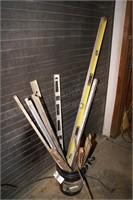 Bucket of levels & yard sticks 15+pcs