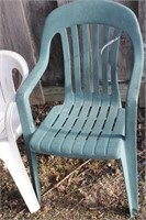 2 plastic lawn chairs