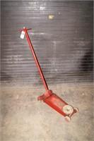 Red  1 1/2 ton floor jack