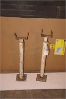 2 white metal 2' stands