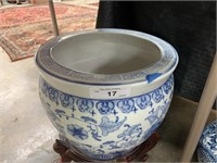 CHINESE BLUE AND WHITE STYLE PLANTER W BASE