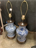 2PC FREDERICK COOPER BLUE AND WHITE CHINESE LAMPS