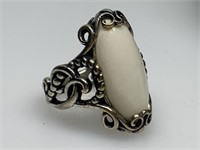 STERLING SILVER RING W LARGE MAIN STONE