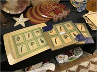 LOT OF PLACEMATS AND SERVING TRAY