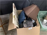 BIG BIN OF MISC DECOR / PILLOWS MORE