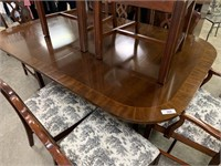 GORGEOUS DUNCAN PHYFE STYLE DINING TABLE