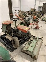 3 wheel tractor. 8 HP Briggs & Stratton Engine.
