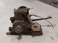 Antique Briggs & Stratton hit & miss engine