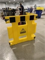 Foldable plastic barrier