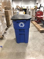 Rubbermaid 50gal recycle trash can on wheels