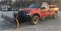 2001 Ford F350 4x4  with plow and salt spreader