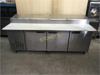 """Metalfrio 92"""" Refrigerated Pizza Table on Wheels"""