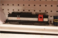 3 Lionel HO Scale 2 engines & open hopper, powered
