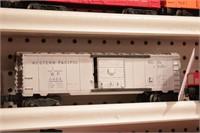 Lionel -Pineapple & boxcars 3pcs
