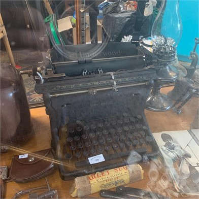A EARLY 20TH CENTURY UNDERWOOD UPRIGHT TYPEWRITER Other ... on