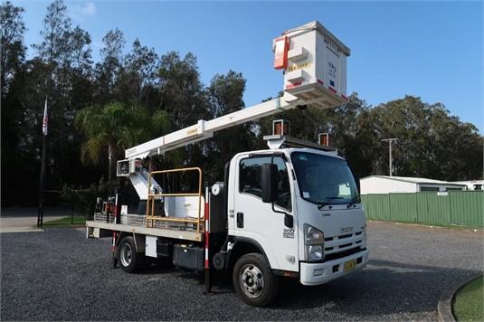 2010 Isuzu NPR 300 Medium - Trucks for Sale