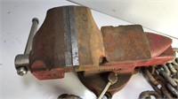 """4"""" Eron Bench Vise and Approx 7 ft of steel chain"""
