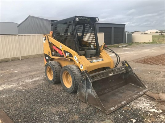 2011 Caterpillar 226B3 - Heavy Machinery for Sale