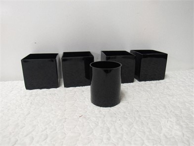 A18.3 (4)SQUARE & (1)ROUND DECORATIVE PIECES Other Items For