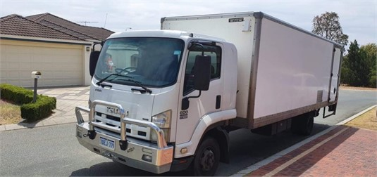 2009 Isuzu other - Trucks for Sale