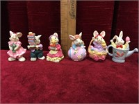 2 Mini Tea Sets & 12 Mini Figures