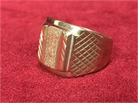 Men's Ring - Marked 18K - Notes