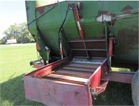 Equipment - Feed/Mixer Wagon  FARM AID 550