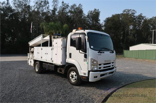 2009 Isuzu FRR 500 - Trucks for Sale