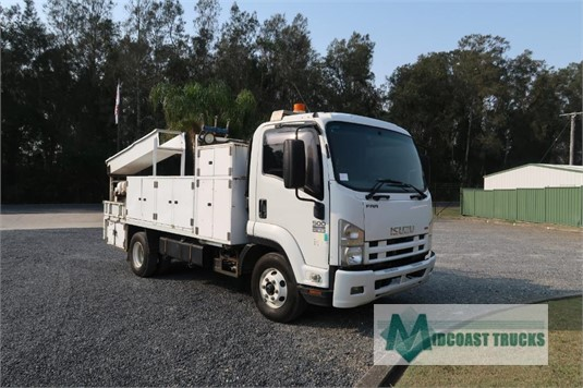 2009 Isuzu FRR 500 Midcoast Trucks - Trucks for Sale